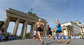 柏林马拉松   他们造就柏马的速度神话:你应该知道的9个传奇跑者