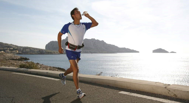 跑步训练时应该如何补水?