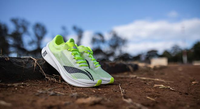 无声中听惊雷,积淀中破壁垒,李宁䨻飞电跑鞋引领顶级跑鞋革命