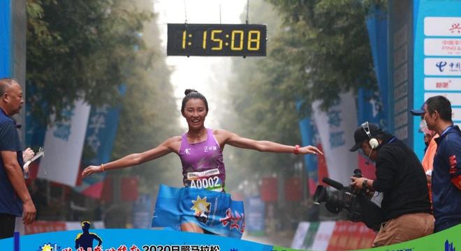 日照马拉松焦安静PB 国内外多项赛事敲定 | 跑圈十件事