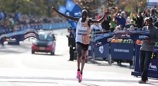 男女半马世界纪录保持者分获纽马男女冠军 | 跑圈十件事