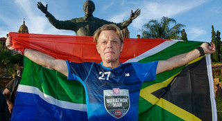 人物   27天跑27个马拉松: 英国影星Eddie Izzard的慈善征途