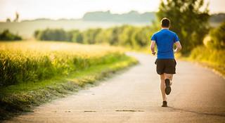 训练Q&A Vol.6 | 赛前怎么跑LSD?跑步时腿筋受伤怎么办?什么是最大摄氧量?