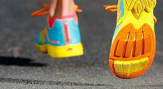 鞋底也能亮瞎眼?—来自外度空间的跑鞋设计