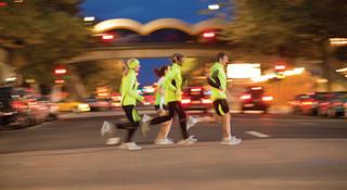 酷跑让夜亮起来—夜跑装备推荐