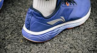 跑鞋 | 满足日常跑步的所有需求—李宁云三代智能跑鞋