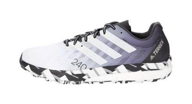 轻便舒适的越野跑鞋